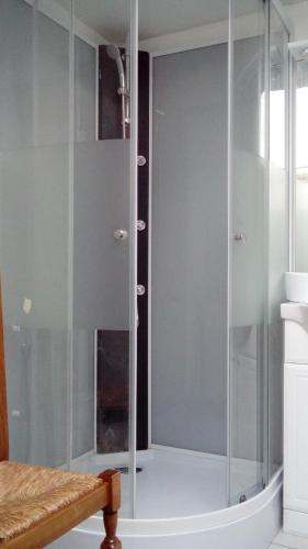 Salle de bains dans l'établissement Gîte de Blessy