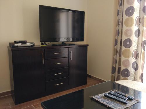 Telewizja i/lub zestaw kina domowego w obiekcie Apartment Helen in Florenza Khamsin