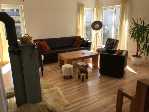Ein Sitzbereich in der Unterkunft Ferienhaus am Pillersee