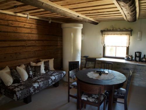 Istumisnurk majutusasutuses Aaduaida Holiday House