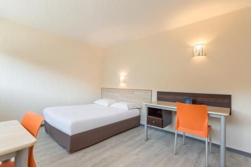 Un ou plusieurs lits dans un hébergement de l'établissement City Résidence Bordeaux Centre