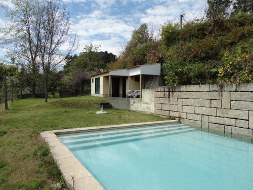 The swimming pool at or near Quinta da Locaia