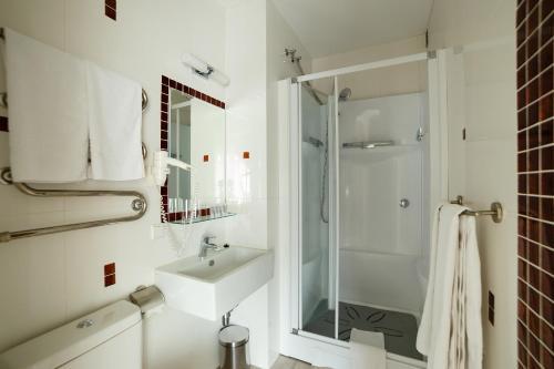 A bathroom at Art Hotel