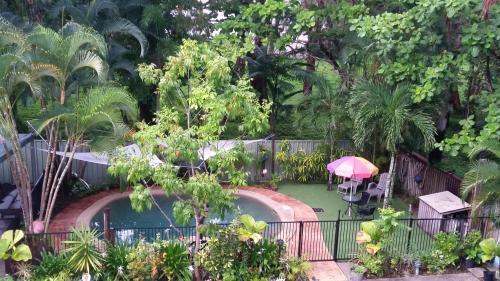 Ein Blick auf den Pool von der Unterkunft The Beach Place oder aus der Nähe