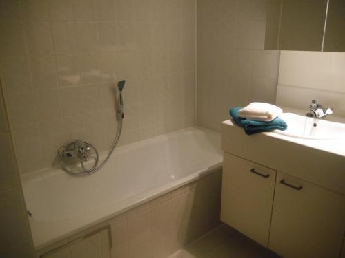 Een badkamer bij HOLLYWOOD12