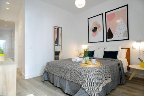Un ou plusieurs lits dans un hébergement de l'établissement Aspasios Gran Via Apartments