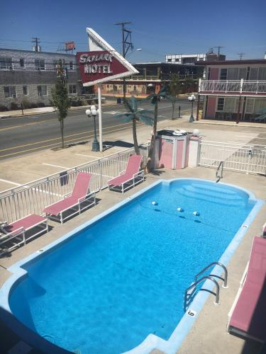 A view of the pool at Skylark Resort Motel or nearby