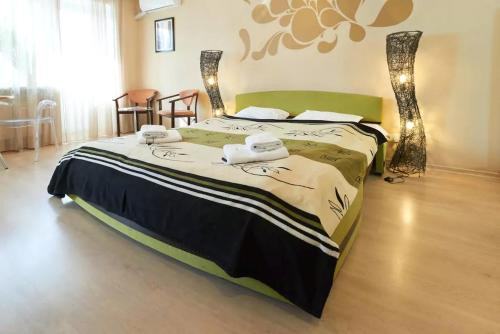 Ліжко або ліжка в номері Home Hotel Apartments on Kontraktova Ploshcha