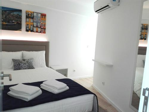 A bed or beds in a room at BRA.com Apartments Oporto Campanhã