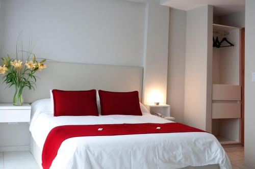 A bed or beds in a room at Apart Hotel Via 51