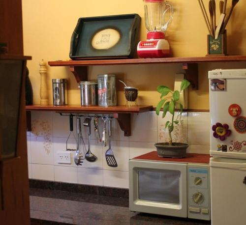 Una cocina o kitchenette en Cálido departamento céntrico en San Martín de los Andes