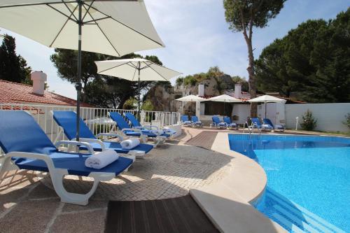 The swimming pool at or near Villa Branca do Castelo