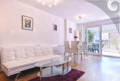 Uma área de estar em Tea2 Apartment