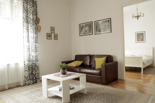 Posedenie v ubytovaní Cela Apartment
