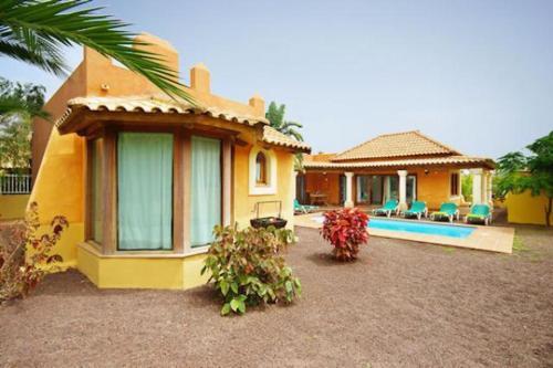 The swimming pool at or near Villas Brisas del Mar