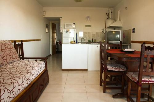 A kitchen or kitchenette at Edymar