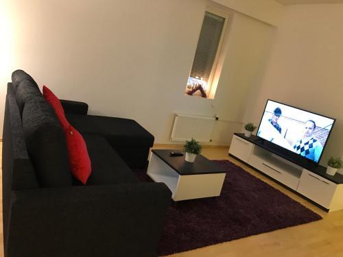 Area tempat duduk di *Modern Home in Downtown*