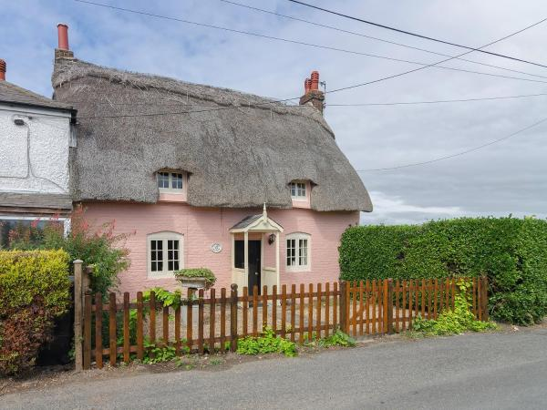 Raspberry Cottage in Great Mongeham, Kent, England