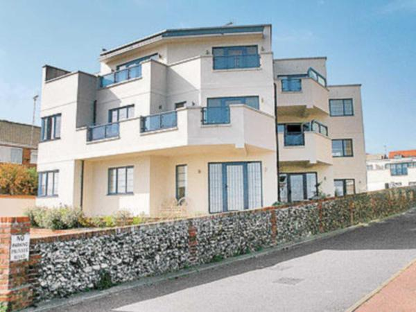 Stonebay Apartment in Broadstairs, Kent, England