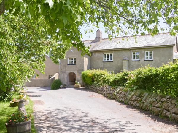 Twelve Oaks Farmhouse in Teigngrace, Devon, England