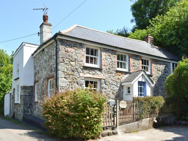 East End Cottage in Coverack, Cornwall, England