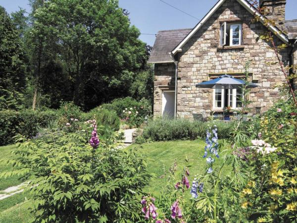 Vanilla Cottage in Raglan, Monmouthshire, Wales