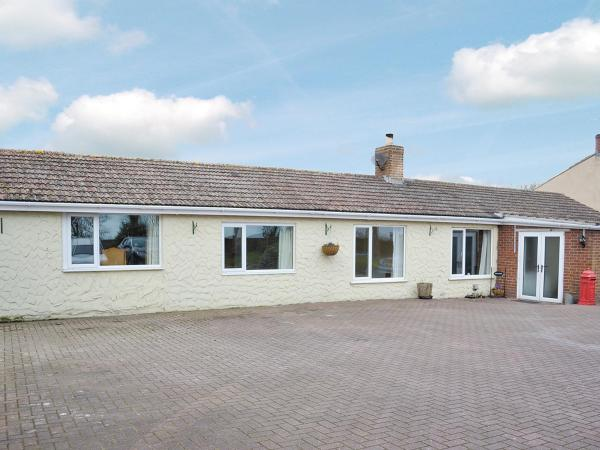 Hill Bungalow in Huttoft, Lincolnshire, England