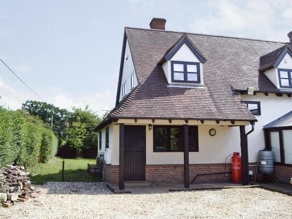 Maytree Cottage in Yaxham, Norfolk, England