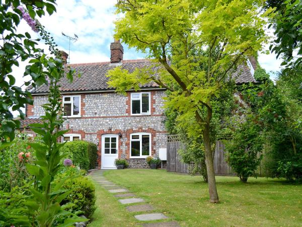 Snowdrop Cottage in Aylmerton, Norfolk, England