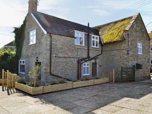Lavender Cottage in Burton Bradstock, Dorset, England