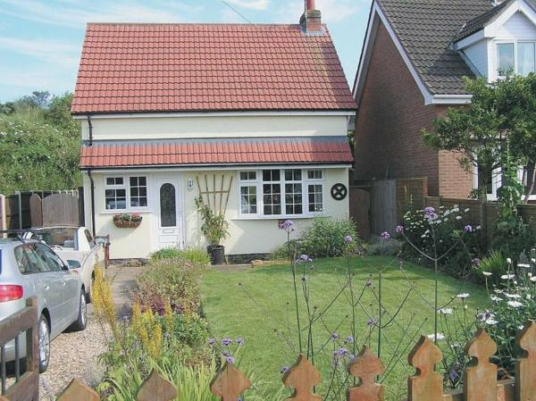 Seaside Cottage in Chapel Saint Leonards, Lincolnshire, England