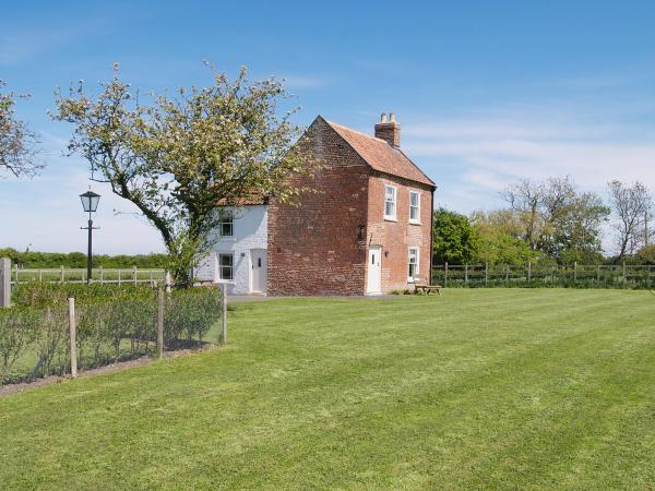 Somer Leyton Cottage in Chapel Saint Leonards, Lincolnshire, England