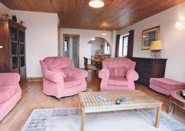 Coast View Cottage in Pendine, Carmarthenshire, Wales