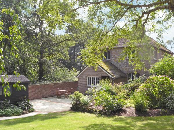 1 Tanhurst Cottage in Abinger, Surrey, England
