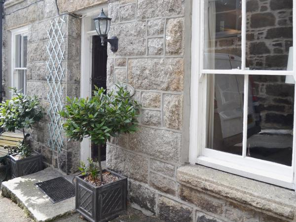 Oaken Cottage in Mousehole, Cornwall, England