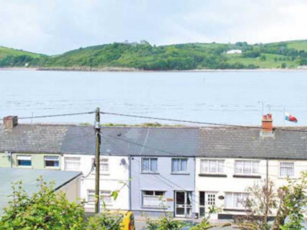 Grey Mist Cottage in Ferryside, Carmarthenshire, Wales