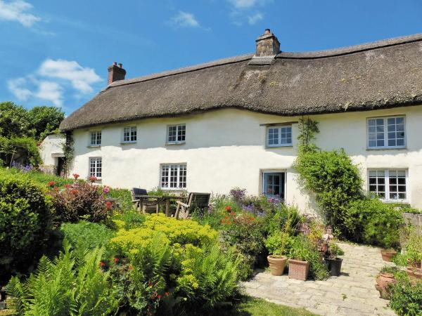 Granny Mcphee'S Farmhouse in Hollacombe, Devon, England