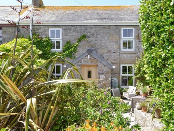 Secret Garden Cottage in Lower Boscaswell, Cornwall, England