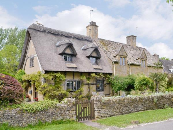 Cruck Cottage in Broadway, Worcestershire, England