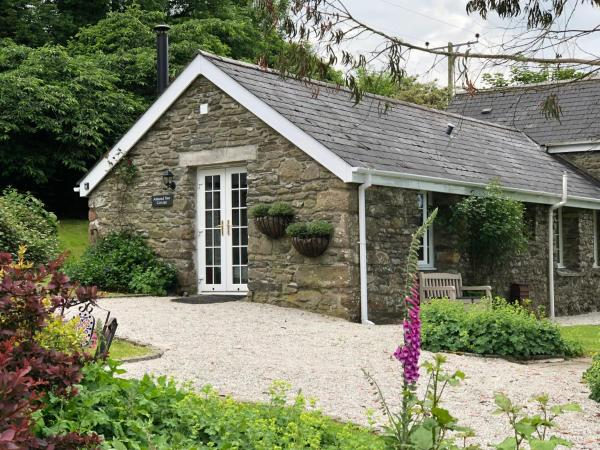 Almond Tree Cottage in Lanteglos, Cornwall, England