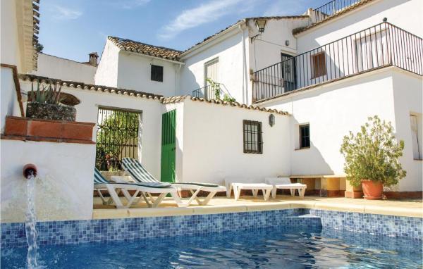 Five-Bedroom Holiday Home in Castil de Campos