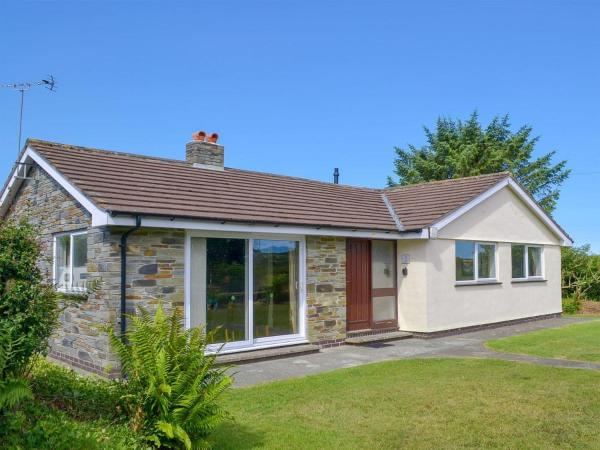 Valley Truckle Bungalow in Camelford, Cornwall, England