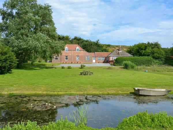 Dairy Farm Cottage in Scratby, Norfolk, England