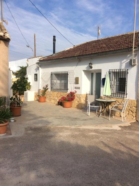 Beautifully renovated 2 bedroom traditional cottage in picturesque village