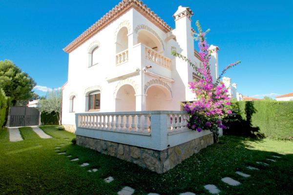 ARENDA Pino Alto Holiday Home Masia 1
