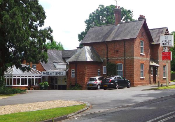 Roselawn Hotel in Burghfield, Berkshire, England