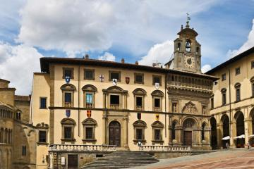 Arezzo: Car hire in 1 pickup location