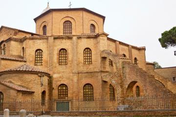 Ravenna: Noleggio auto in 1 luogo per il ritiro