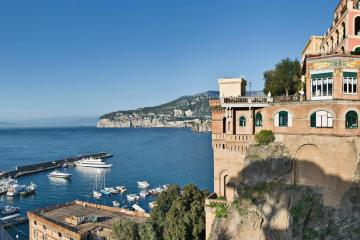 Sorrento: Car hire in 2 pick-up locations