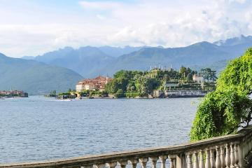 Stresa: Car rentals in 1 pickup location